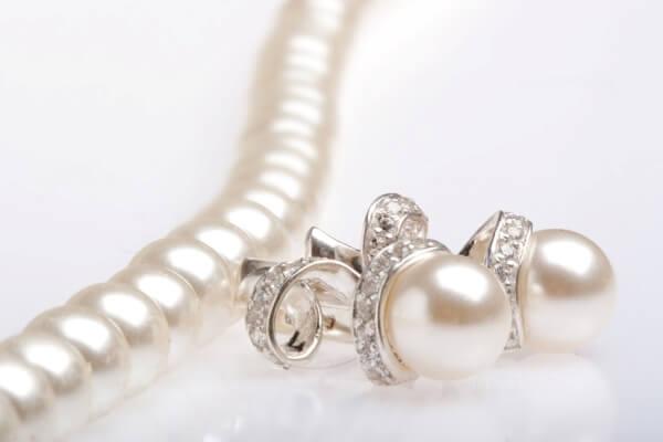 украшения на свадьбу Подбираем украшения под свадебное платье жемчуг